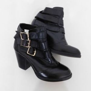 Steve Madden Stacked Heels Ankle Boots Sz 7. 5 M